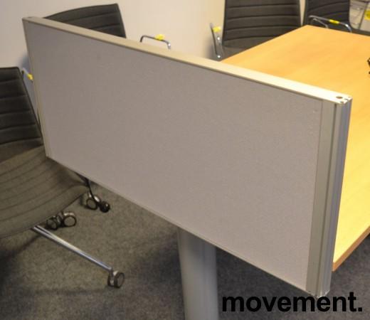 Kinnarps Rezon bordskillevegg i grått til kontorpult, 80cm bredde, 35cm høyde, pent brukt bilde 1