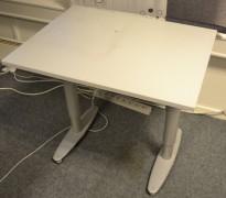 Sidebord til skrivebord 80x60cm i Kinnarps  T-serie, lys grå, grå ben, pent brukt