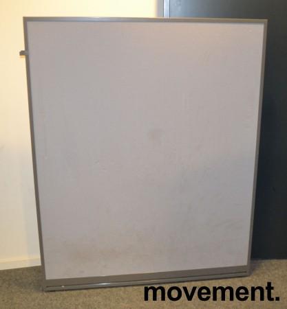 Skillevegg fra Kinnarps, modell Rezon i grått / grå ramme, 120cm bredde, 150cm høyde, pent brukt