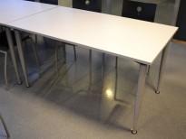 Kompakt møtebord / kantinebord / skrivebord i lys grå / grå fra Kinnarps, 140x80cm, passer 4 personer, pent brukt