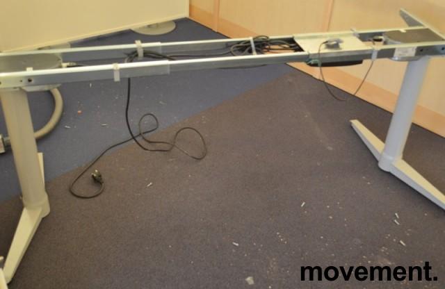 Understell for skrivebord med elektrisk hevsenk fra Edsbyn, teleskop, passer plater 120cm og større, pent brukt bilde 2