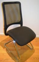 Konferansestol / møteromsstol i sort stoff / sort mesh i rygg, pent brukt