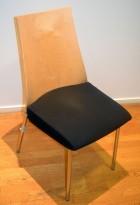 Konferansestol fra ForaForm, modell Viva II i bjerk / sort stoff / krom, pent brukt