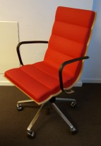 ForaForm Getz konferansestol i rødt stoff / bjerk / krom, brukt med en del slitasje