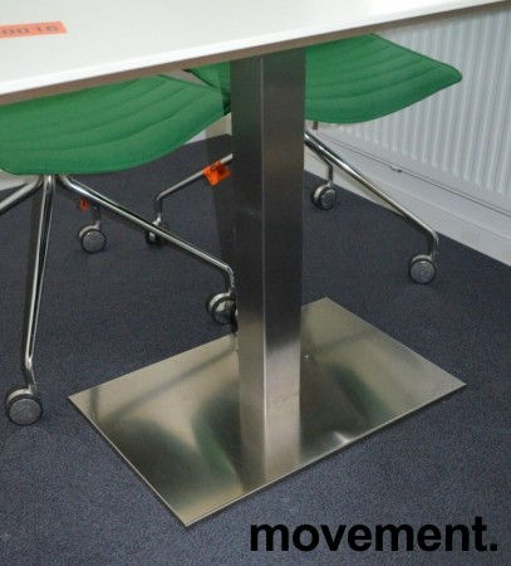 Kompakt møtebord / konferansebord i hvitt med satinert fot, 130x70cm, pent brukt bilde 3