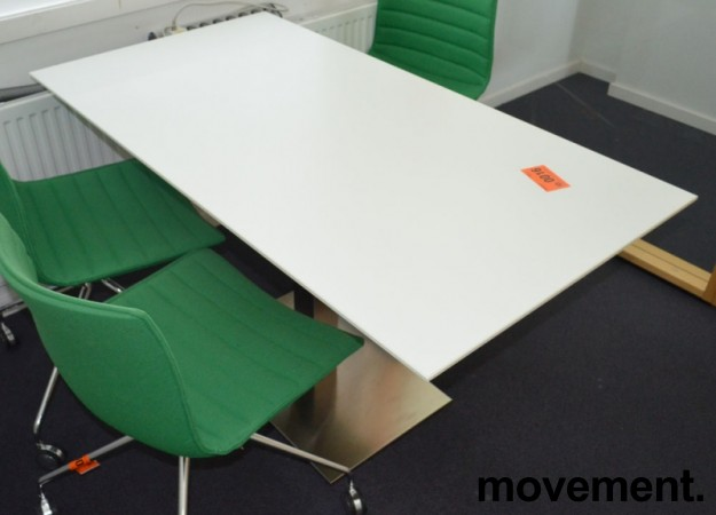 Kompakt møtebord / konferansebord i hvitt med satinert fot, 130x70cm, pent brukt bilde 2