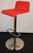 Barstol / barkrakk fra Offecct i rødt / krom, 79cm sittehøyde, pent brukt