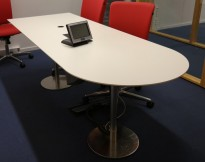 Smalt møtebord i hvitt / satinert stål, 220x80cm, passer 6-8 personer, pent brukt