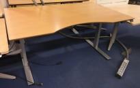 Skrivebord med elektrisk hevsenk i bøk fra Dencon / Linak, 140x90cm med mavebue, pent brukt