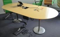 Møtebord / konferansebord i bjerk / satinert stål, kabelluke, 210x100cm, passer 6-8 personer, pent brukt