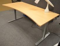 Dencon skrivebord med elektrisk hevsenk i bøk, 180x90cm, mavebue, pent brukt