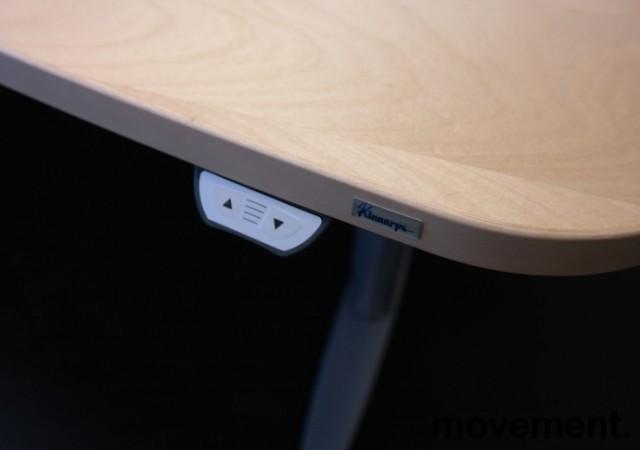 Kinnarps elektrisk hevsenk hjørneløsning skrivebord i bjerk, 200x210cm, T-serie, pent brukt bilde 2