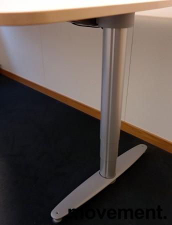Kinnarps elektrisk hevsenk hjørneløsning skrivebord i bjerk, 200x210cm, T-serie, pent brukt bilde 3