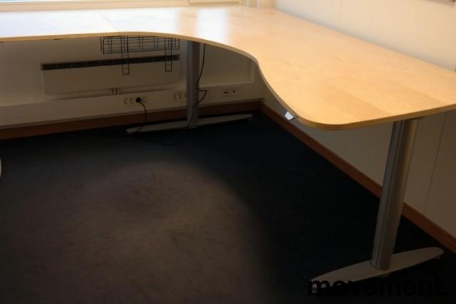 Kinnarps elektrisk hevsenk hjørneløsning skrivebord i bjerk, 200x210cm, T-serie, pent brukt bilde 1