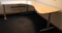 Kinnarps elektrisk hevsenk hjørneløsning skrivebord i bjerk, 200x210cm, T-serie, pent brukt
