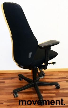 Kontorstol: Kinnarps Plus [8] med høy rygg, gelarmlene, sort stofftrekk, sort fotkryss, pent brukt bilde 2
