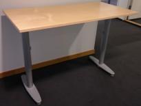 Kinnarps T-serie kompakt skrivebord i bjerk,120x60cm, pent brukt