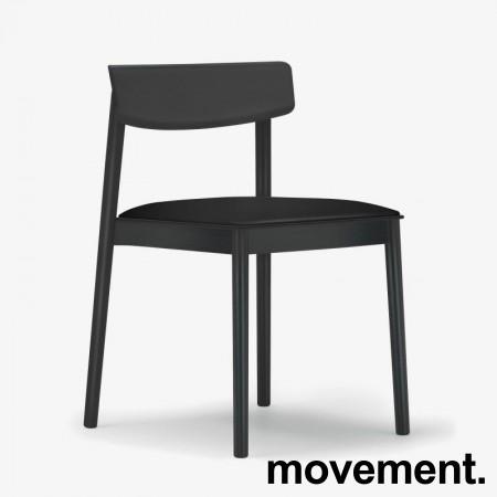 Lekker konferansestol fra Andreu World, modell Smart Chair, sort med sete i sort skinn, NY/UBRUKT