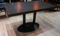 Kafebord med bordplate i brunt / understell i sortlakkert metall, 120x70cm bordplate, 73cm høyde, pent brukt