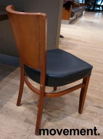 Kaféstol / restaurantstol fra Satelliet i kirsebær, sete i blå skinnimitasjon, brukt bilde 2