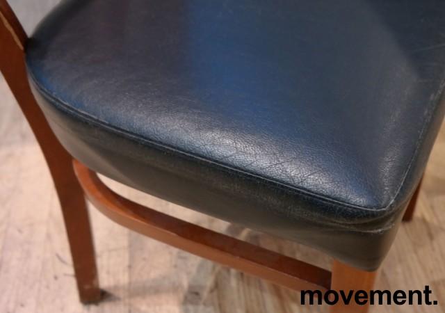 Kaféstol / restaurantstol fra Satelliet i kirsebær, sete i blå skinnimitasjon, brukt bilde 3