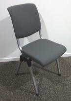 Håg Conventio 9520, stablebar, lettvekts konferansestol i mørk grå / grå ben, pent brukt