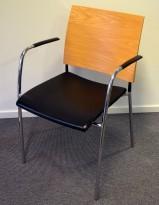 Konferansestol, Lammhults Spira, rygg i eik, sete i sort skinn, armlene, pent brukt
