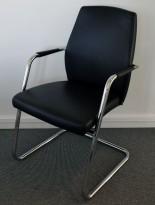 Konferansestol / besøksstol fra Sitland, modell Passe Partout med høy rygg, sort skinn / krom, pent brukt
