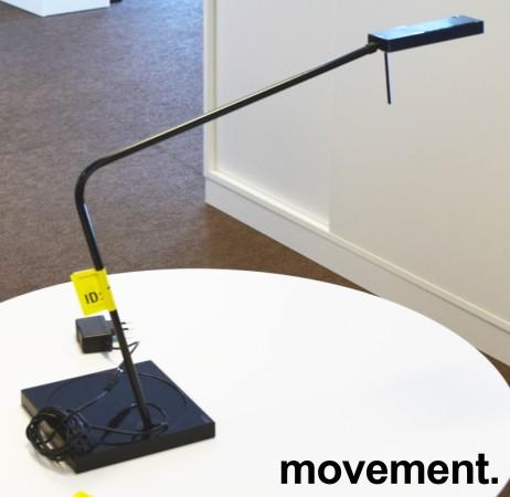 Luxo Ninety i sort med bordfot, LED-belysning til skrivebordet, lekker designlampe, pent brukt bilde 2
