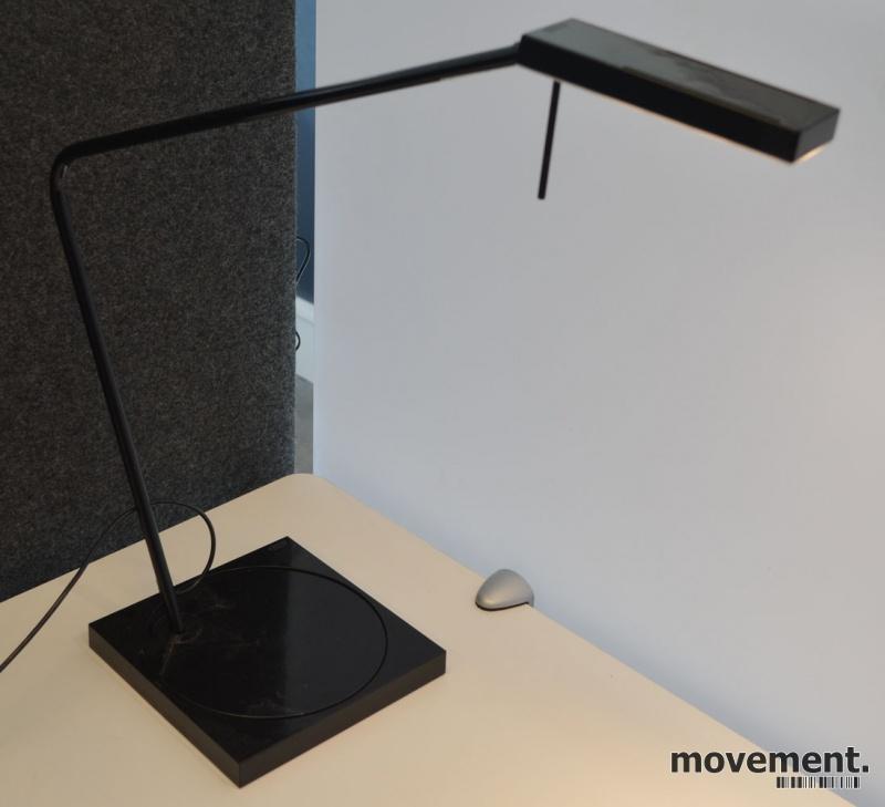 Luxo Ninety i sort med bordfot, LED-belysning til skrivebordet, lekker designlampe, pent brukt bilde 3