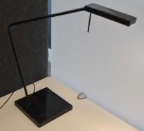 Luxo Ninety i sort med bordfot, LED-belysning til skrivebordet, lekker designlampe, pent brukt