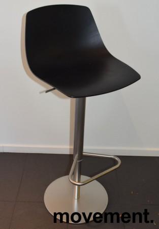 Lekker barkrakk / barstol, LaPalma Miunn S104T i sort finer / satinert stål, gasslift, pent brukt bilde 1
