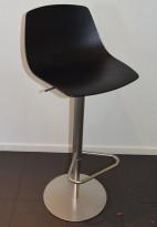 Lekker barkrakk / barstol, LaPalma Miunn S104T i sort finer / satinert stål, gasslift, pent brukt