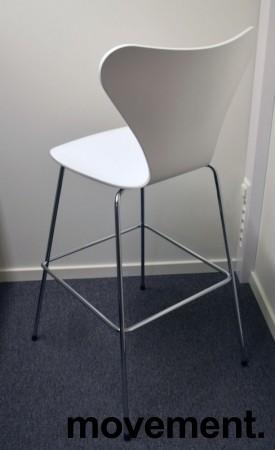 Barkrakk / barstol: Arne Jacobsen 7er / syverstol, 3107 barstol i hvitt / krom, pent brukt bilde 2