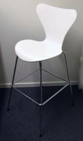 Barkrakk / barstol: Arne Jacobsen 7er / syverstol, 3107 barstol i hvitt / krom, pent brukt