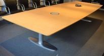Møtebord i eik fra Lammhults, 400x150cm, passer 12-14 personer, kabelluke, pent brukt