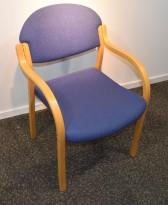 Helland Møbler møteromsstoler i bøk med blått stofftrekk, pent brukt