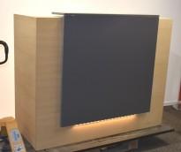Resepsjonsfront i eikefiner / grått med LED-stripe, bredde 155cm 65cm dybde, 126 høyde, pent brukt