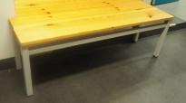 Garderobebenk i furu / grålakkert metall, 120cm bredde, pent brukt
