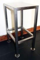 Lite maskinstativ / stativ i rustfritt stål, 27x35cm, 59cm høyde, pent brukt