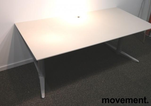 Skrivebord med elektrisk hevsenk fra Edsbyn i hvitt, 160x80cm, pent brukt bilde 2