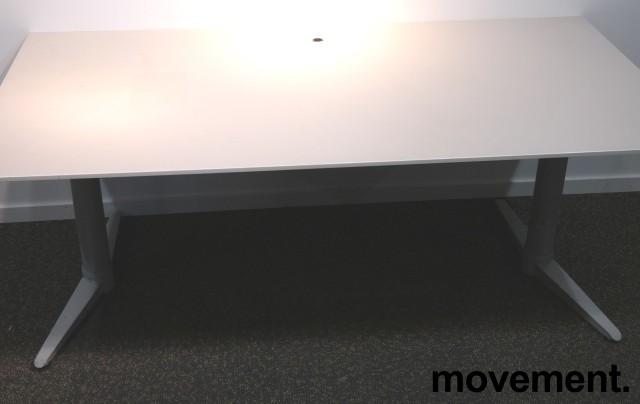Skrivebord med elektrisk hevsenk fra Edsbyn i hvitt, 160x80cm, pent brukt bilde 1