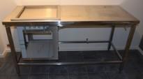 Rustfri stålbenk for kantine / kaffestasjon, 165cm bredde, med brønn for oppvaskbakker, pent brukt