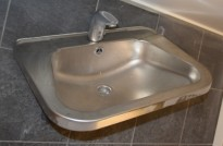 Håndvask / servant i rustfritt stål med sensorstyrt blandebatteri, 56cm bredde, pent brukt