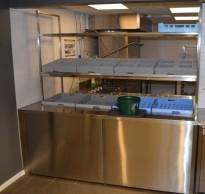 Oppvaskrack i rustfritt stål til kantine/kafe, med bestikk, kopp/glass og tallerkensortering, 210cm bredde, pent brukt