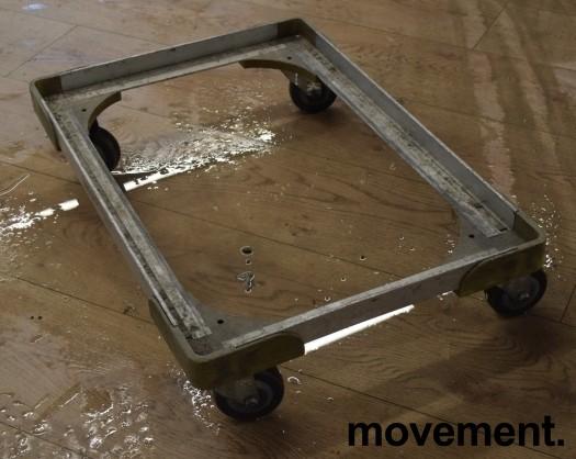 Brett-tralle på 4 hjul 43 cm x 63 cm,, for 40x60 max kassemål, pent brukt bilde 2