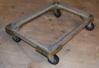 Brett-tralle på 4 hjul 43 cm x 63 cm,, for 40x60 max kassemål, pent brukt