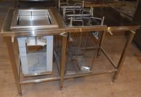 Rustfri stålbenk for kantine, 140cm bredde, med brettbrønn for kantinebrett og tallerkendispenser, pent brukt 2015-modell