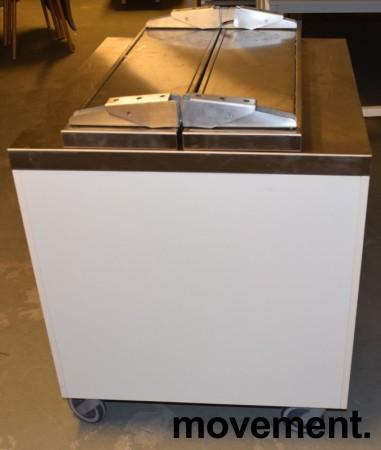 Serveringsdisk for kantine i hvitt komplett med disk og brettbaner i rustfritt,90cm bredde, pent brukt 2015-modell bilde 2