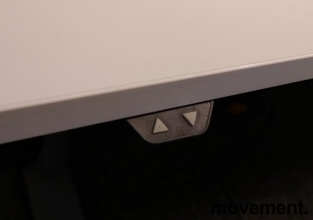 Skrivebord med elektrisk hevsenk fra Linak i hvitt, 160x80cm, pent brukt understell med ny plate bilde 4